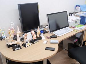 第1診察室 ドクターデスク